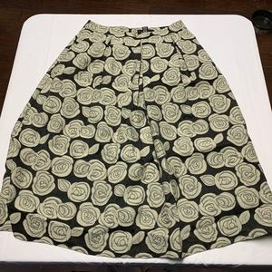 Who What Wear Size 2 Black/Tan Rose Print Skirt